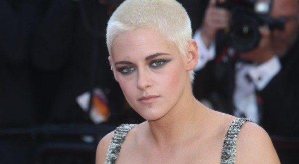 Kristen Stewart elettrizza Cannes col suo nuovo look sul red carpet