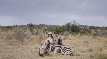 """""""Safari"""", uccidere per turismo: la recensione e una clip in esclusiva"""