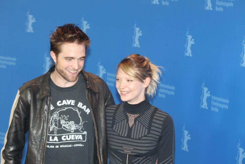 Robert Pattinson e Mia Wasikowska