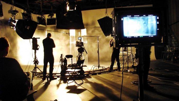 Cinema e coronavirus, si pensa alle regole per la riapertura dei set
